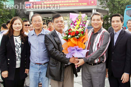 Trung tâm Quảng bá, Xúc tiến văn hóa - Du lịch Hà Tĩnh đón tiếp khách du lịch từ thành phố Hồ Chí Minh đến tham quan, nghỉ dưỡng tại Hà Tĩnh