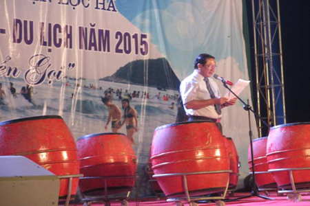 Đ/c Bùi Đức Hạnh, Giám đốc Sở VH,TT&DL công bố quyết định phê duyệt quy hoạch du lịch biển Lộc Hà