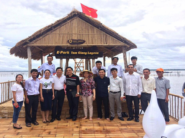 Đoàn tham quan tại Phá Tam Giang, Thừa Thiên Huế